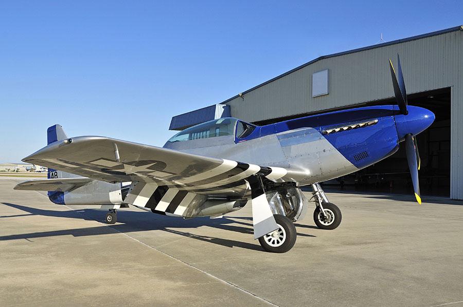 Hangar with hydrolic door